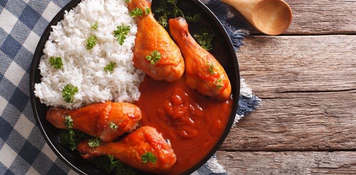 sarten con arroz y muslos de pollo