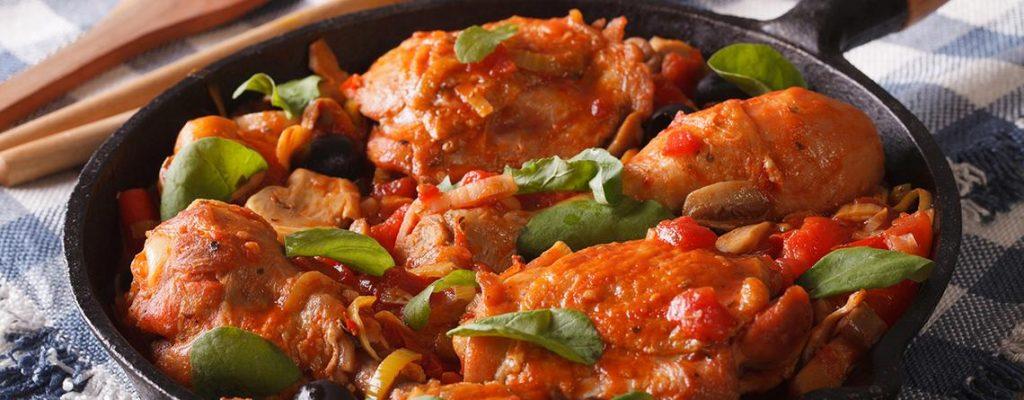 pollo guisado salsa comida