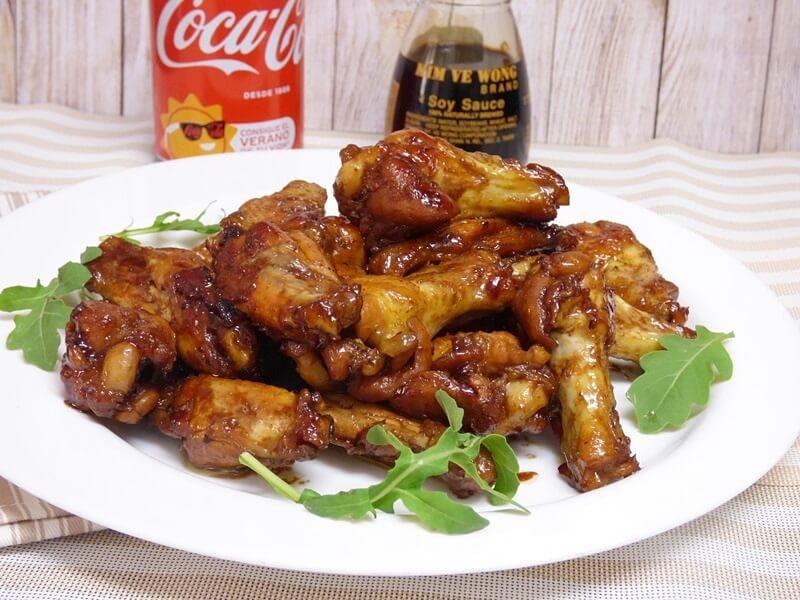 receta pollo coca cola plato mesa